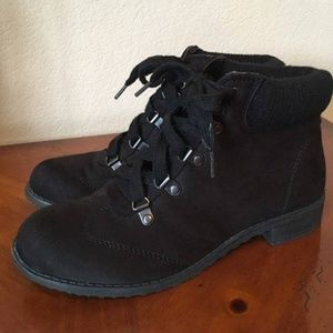 Cliff's by White Mountain black fashion hikers